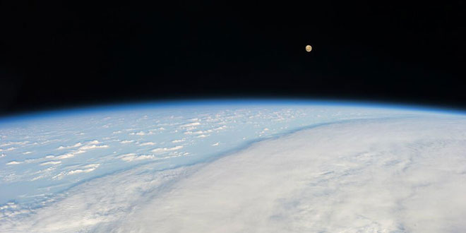 Luna văzută din spatiu