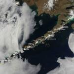 Imaginile săptămânii – Vulcanii din lanțul muntos Aleutian