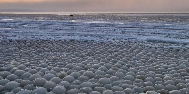 Sfere de gheață în Golful Finlandei / imagine Alexander Abrosimov